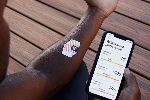 Chytrá náplast analyzuje pot sportovců, pomáhá jim tak s tréninkem