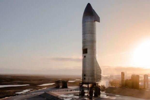 SpaceX buduje první plovoucí kosmodron, hotový by měl být v roce 2022