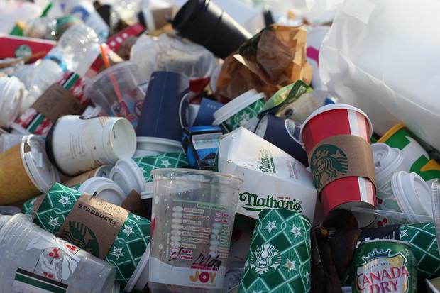 Lidé ročně vyhodí více než 930 milionů tun jídla