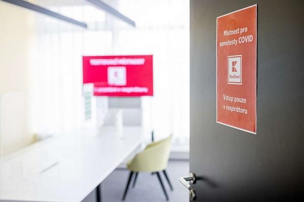 Kaufland začne prodávat testy na koronavirus. Výsledek za 15 minut s přesností 98,8 %
