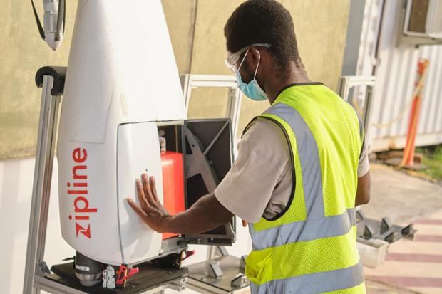 V Ghaně doručují vakcínu proti COVID-19 autonomní drony
