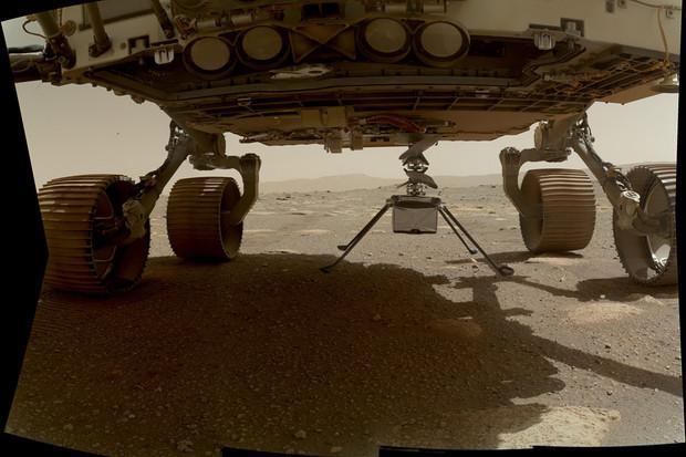 Helikoptéra Ingenuity se odpojila od roveru Perseverance