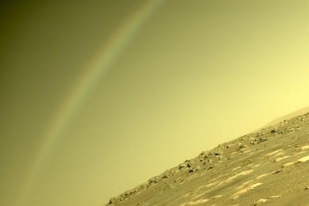 Vyfotil Perseverance na Marsu duhu? Odpověď vás překvapí