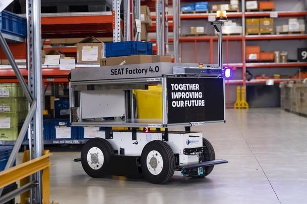 SEAT zavádí v závodě Martorell autonomní mobilní roboty