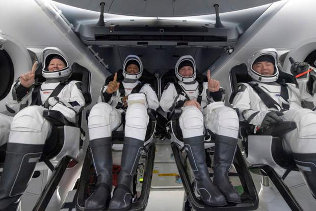 Posádka Crew-1 se po 168 dnech vrátila na Zem