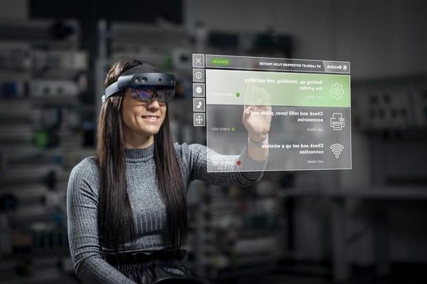 Škoda Auto testuje brýle rozšířené reality pro údržbu strojů