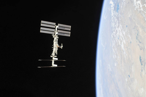 NASA a Axiom uskuteční první komerční misi, která astronauty vynese na ISS