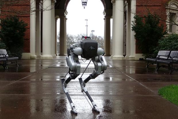 Bipedický robot Cassie se naučil chodit po schodech