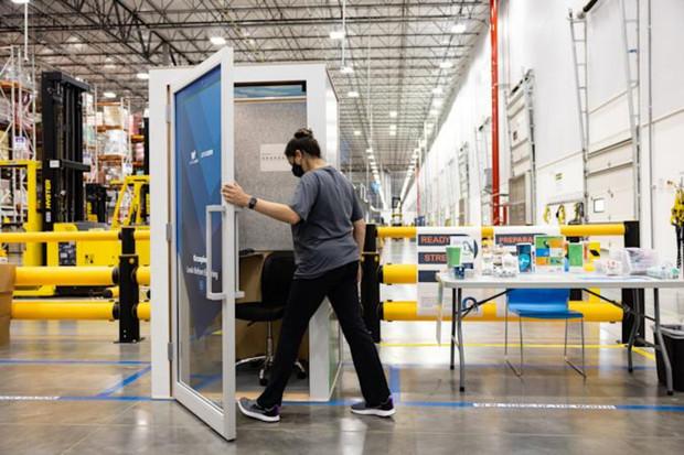 """Amazon nainstaluje do svých skladů """"ZenBooths"""" pro vystresované zaměstnance"""